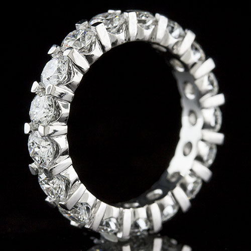 PPD152SQ-101P Mid Century-inspired grooved squared prong-set diamond high polish platinum wedding eternity band