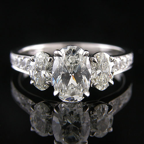 1335-1 Classic tri-oval 3-stone platinum engagement semi mounting with graduated Pave set diamonds