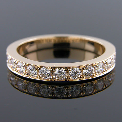 M104YH-101P Pave set diamond 18K Yellow gold high polish half-stone tapered wedding band
